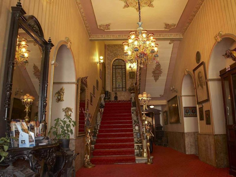 Grand Hotel de Londres and Its History